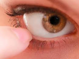 pulling down the lower eyelid makes the administration of eye ointment easier