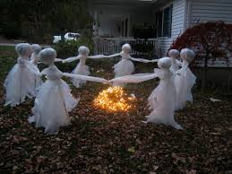 7 scary outdoor halloween decorations (13)