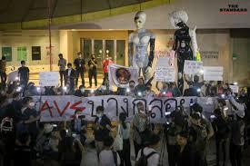 ภาคี #Saveบางกลอย รวมพลหน้าหอศิลปกรุงเทพฯ ชี้ 'รัฐตระบัดสัตย์' ไม่ทำตาม MOU  ที่ตกลงกับชาวบ้าน – THE STANDARD