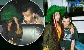 Who is fka twigs' boyfriend matt healy? Fka Twigs And The 1975 S Matt Healy Go Instagram Official As They Cuddle Up At The Nme Awards Daily Mail Online