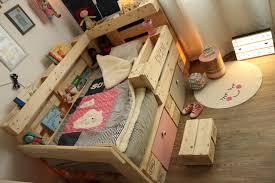 Wie kann man ein kinderbett selber bauen? ᐅ Kinderbett Aus Europaletten Palettenbett Fur Kinder Anleitung