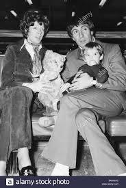 Maggie Smith attrice con il marito Robert Stephens e figlio ...