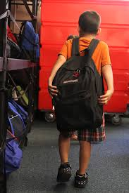 Non-profit collaboration gives 1,000 backpacks to Issaquah ...