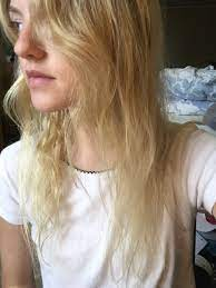 what causes frizzy hair and how to fix