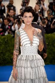 не узнать вот как бы выглядели знаменитости без своих татуировок