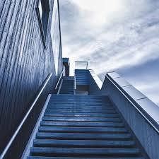 Sie liebt es mir die post abzunehmen und geht dann sogar rückwärts die treppe wieder hoch. Traumdeutung Treppe Traume Von Treppen Deuten Traumsymbol