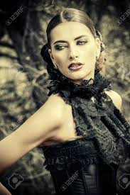 Close Up Portrait Dune Belle Femme Gothique Make Up Coiffure Histoire Médiévale Vieux Temps Mode Style Gothique