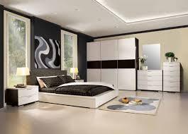 Master Schlafzimmer Wand Dekor Ideen Bett Einbauleuchte Lampe Weiß