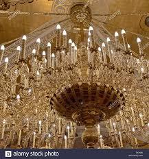 Großer Kronleuchter Mit Led Leuchten In Der Kirche Krypta