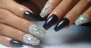Las uñas acrílicas son una opción genial cuando quieres lucir una manicura estupenda, pero sientes que las tuyas no el largo de las uñas también puede definir tu personalidad. Unas Acrilicas Negro Y Diamantes Manicuravip Com
