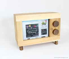 tablet or ipad holder retro tv style