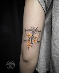 Weight And Flowers By Kadu Tattoo женские наколки идеи для