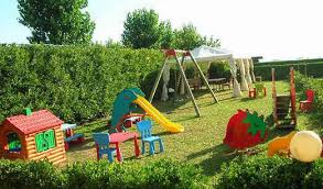 13 Best Backyard Landscaping Ideas for Kids with Playground Sets