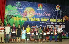 Hội đồng Đội tỉnh Quảng Trị trao quà trung thu cho các em học sinh có hoàn  cảnh khó khăn ở huyện Đakrông