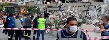 Durch das erdbeben und seine folgen starben 4.571 menschen, rund 14.700 menschen wurden verletzt; Ne1pwmboqjhawm
