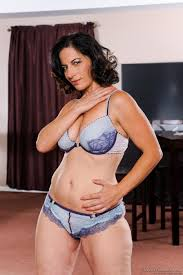 MILF Melissa Monet is showing off in lingerie while kissing a.