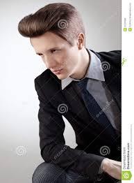Cheveux Courts Styleportrait De Jeune Homme Avec Les