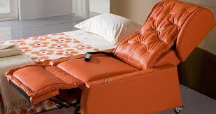 La struttura in legno multistrato abbinata al materasso a molle garantisce robustezza, stabilità ed un ottimo confort sia in configurazione divano che in configurazione letto. Poltrone Letto Con Ruote Piroettanti E 4 Motori Interni Da Rc