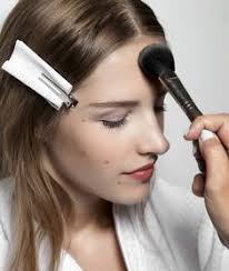 professional makeup artist shares her best tips and brush remendations for applying foundation if you