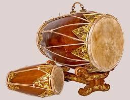 Jawa tengah memiliki banyak seni musik tradisional baik berupa lagu, alat musik, maupun bentuk kesenian lainnya. 12 Nama Alat Musik Gamelan Cara Memainkan Dan Keterangannya Rajinlah Id