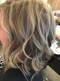 Halflang Blond Golvend Haar Met Highlights Kapsels Salon Tournier