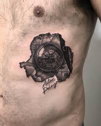 рисунок компаса с картой на ребрах мужчины фото рисунки эскизы