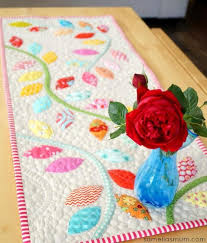 Free Table Runner Patterns Fascinating 48 Show Stopping Free Table Runner Patterns SewCanShe Free