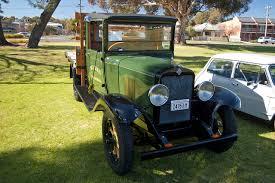 File:1929 Chevrolet LQ Series flat bed truck (1).jpg - Wikimedia ...