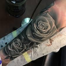 фото татуировки роз в стиле реализм на предплечье парня фото
