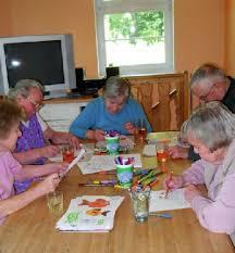 Demenz: Wohngemeinschaft statt Pflegeheim zeit online