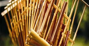 Umumnya, memiliki fungsi sebagai melodi dalam suatu nada dengan lagu. Contoh Alat Musik Harmonis Jenis Modern Dan Tradisional