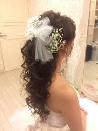 かすみ草のヘアアクセサリーが可愛いブライダルヘアまとめ Marryマリー