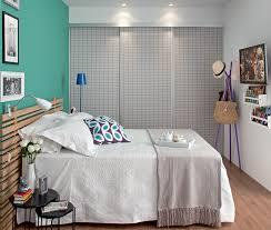 A cabeceira para cama box é encontrada em muitos modelos: Quarto De Casal Tem Cabeceira Feita De Ripas De Madeira Minha Casa