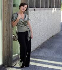 pear shaped body? Learn how to dress for the pear shape body type