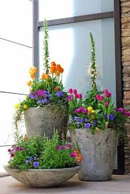 Welcome Spring: 17 Great DIY Flower Pot Ideas for Front Doors ...