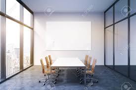 Beleuchtete Tagungsraum In Bürogebäude Französisch Fenster Auf Der