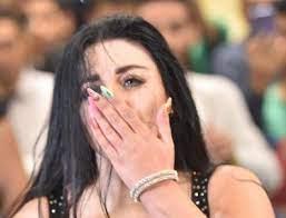 محرج للغاية : بدلة صافيناز تنقطع أثناء الرقص والمستو يظهر أمام الجمهور (  شاهد الصور )
