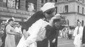 Sailor kissing woman in iconic VJ Day photo at Times <b>Square dies</b>