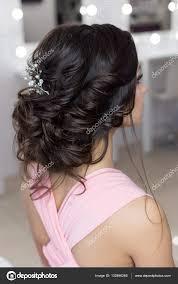 Krásné Elegantní Večerní účes Na Tmavé Vlasy Krásná Dívka S Ozdobou
