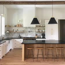 Cuisine Design En Bois Meuble Blanc Avec Plateau Noir Et Bar