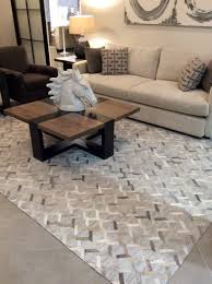 the beautiful interlinked design in this rug really stands out and keeps your eyes roaming the rug and will look amazing in your setting as you can see in