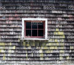 Zeder Schindeln Scheune Wand Mit Sechs Fenster Fenster Stockfoto Und