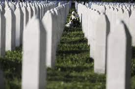 Srebrenitsa'da 25. yıl önce öldürülenler gözyaşlarıyla anıldı