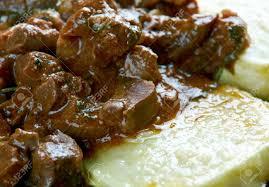Gulasch Aus Rinderherz Mit Gebratenen Zucchini. Ungarische Küche  Standard Bild   60927811