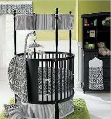 round four poster baby crib with short canopy