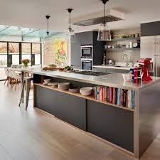 Good Beleuchtung Küche Kücheninsel Offene Regale Hängelampen Ziegelwand