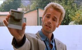 the mesmerizing masterpiece memento far flungers roger ebert 03 jpg