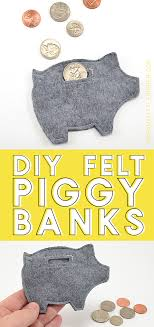 get the free pattern to make a whole mess of felt piggy banks easy