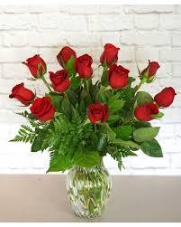 one dozen clic red roses