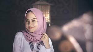 Check spelling or type a new query. Cara Memakai Jilbab Segi Empat Untuk Wajah Bulat Agar Terlihat Tirus Lifestyle Liputan6 Com